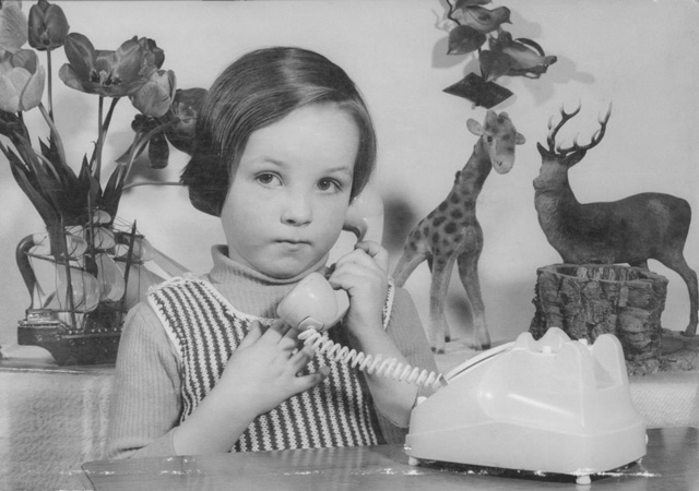 La créatrice styliste CHARLES LANDSTON Charles Landston enfant en photo noir et blanc