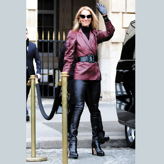 Céline Dion is full of sight. Céline Dion in classic leather outfit