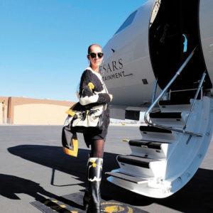 Céline Dion en met plein la vue. Céline Dion en gros pull et jupe courte