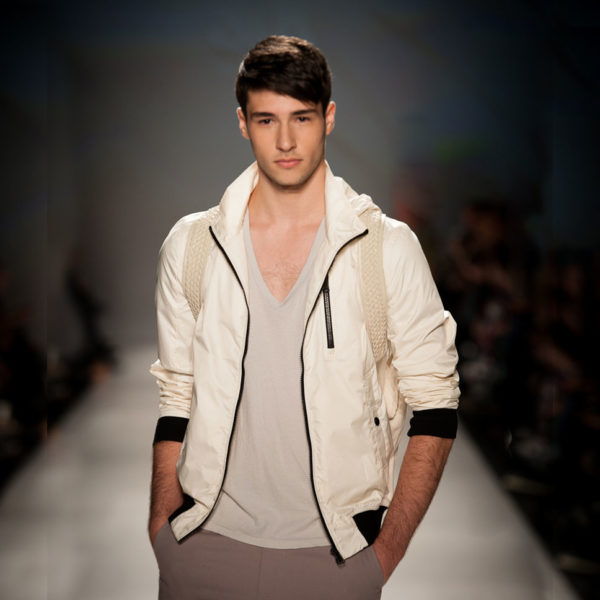 Comment associer les couleurs des vêtements homme : des conseils pour un look sans faute de goût avec les couleurs gris, taupe et blanc | 04