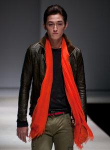 Comment associer les couleurs des vêtements homme : des conseils pour un look sans faute de goût en associant les couleurs vives et sombres | 05/12