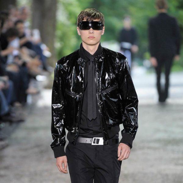 Comment associer les couleurs des vêtements homme : des conseils pour un look sans faute de goût pour un total look noir avec un rendu mat et brillant | 06