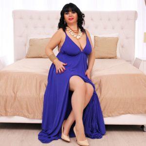 Morphologie en O - Habillez-vous d'une robe de soirée longue de couleur unie bleue avec un décolleté en V
