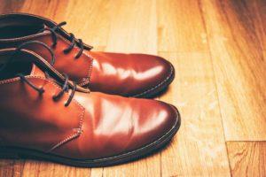 Accessoires des boots montantes en cuir marron