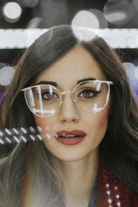 Lunettes de soleil et de vue : Conseils fondamentaux : comment choisir ses lunettes pour homme et femme - Morphologie du visage ovale