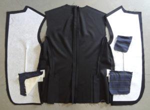 Blazer homme personnalisable_Montage du blazer du dos et des deux pants de devant _Doublure au dessin de l'aigle par Charles Landston la créatrice et styliste