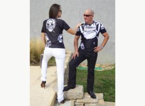 T-shirt-Art-T-tête de mort-Avec un homme et une femme portant le T-shirt-Création unique de Charles Landston-Made-in-France